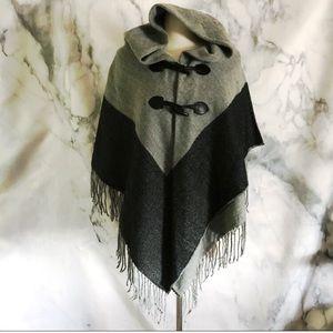 Hooded Fringe Toggle Colorblock Pocho